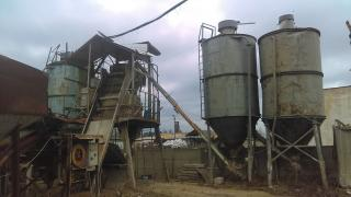 Concrete node with two hoppers and conveyors