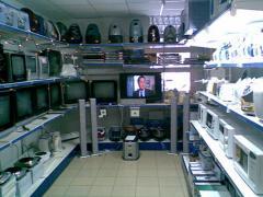 Торговые стеллажи для аудио, видео, компьютерной техники